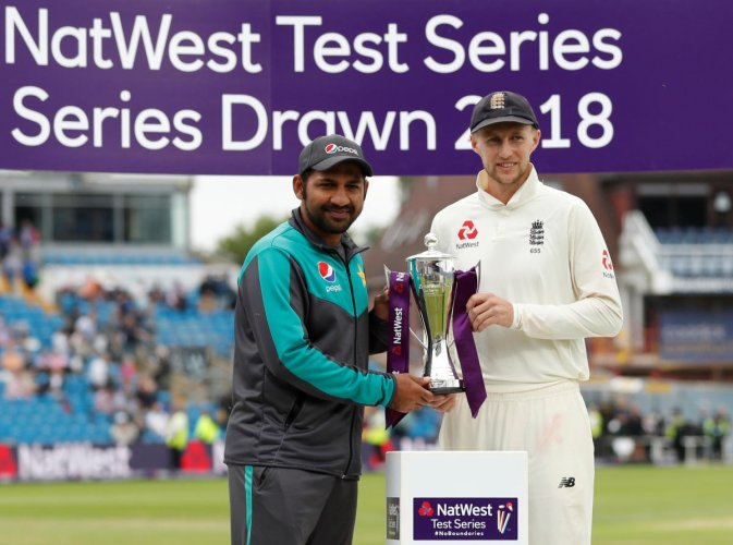 England's Joe Root (right) and Pakistan's Sarfraz Ahmed with the trophy after the two-match Test series ended in a draw. Reuters