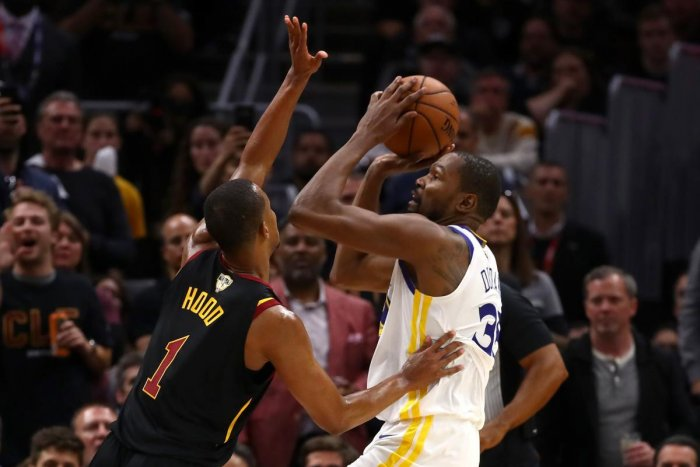 Kevin Durant (right) of the Golden State Warriors tries to score past Rodney Hood of the Cleveland Cavaliers during the third game of the 2018 NBA Finals on Wednesday. AFP