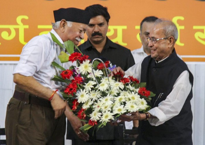 Former president Pranab Mukherjee being welcomed by RSS chief Mohan Bhagwat at the closing ceremony of Tritiya Varsha Sangh Shiksha Varg, an event to mark the conclusion of a three-year training camp for swayamsevaks, in Nagpur, on Thursday. PTI