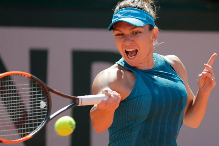 Romania's Simona Halep plays a forehand return to Spain's Garbine Muguruza during their women's singles semi-final match on day twelve of The Roland Garros 2018 French Open tennis tournament in Paris on June 7, 2018. / AFP PHOTO / Thomas SAMSON