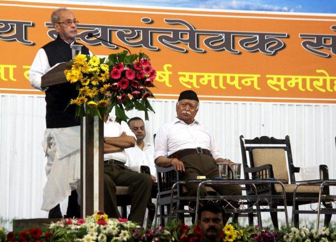 Former president Pranab Mukherjee speaks during the closing ceremony of 'Tritiya Varsha Sangh Shiksha Varg', an (RSS) event to mark the conclusion of a three-year training camp for Swayamsevaks, in Nagpur on Thursday, June 07, 2018. Rashtriya Swayamsevak Sangh (RSS) chief Mohan Bhagwat is also seen. (PTI Photo)