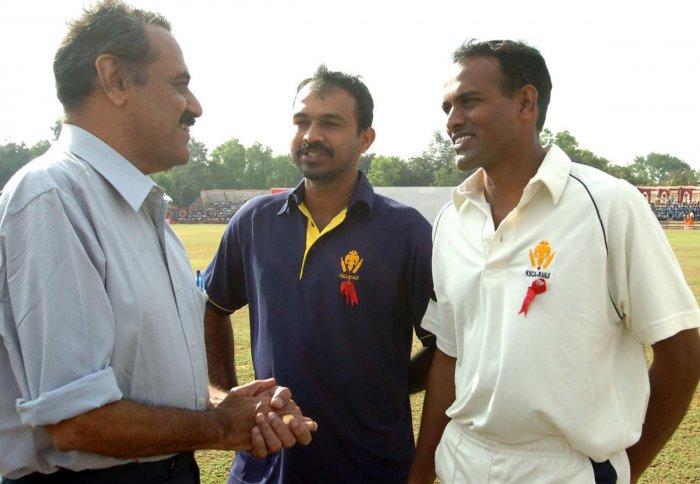 P V Shashikanth (centre) has been replaced as head-coach of Karnataka. DH file photo