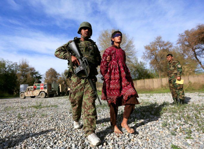 An Afghan soldier escorts a Taliban militant, who was arrested by Afghan security forces, and then presented to the media, in Jalalabad, Afghanistan March 17, 2018.REUTERS/Parwiz