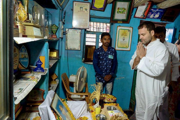 Congress President Rahul Gandhi pays homage to late Dadaji Ramaji Khobragade, who passed away on June 4, at his village in Chandrapur on Wednesday, June 13, 2018. Khobragade invented the HMT rice, a highly successful rice variety which yielded 80 percent more rice than the conventional variety. (PTI Photo)