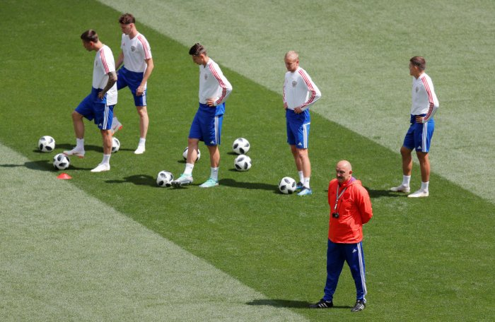 Russia coach Stanislav Cherchesov and players during training REUTERS photo.