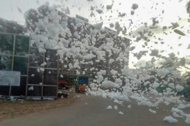 Foam is seen flying out of Bellandur Lake on Wednesday. DH Photo