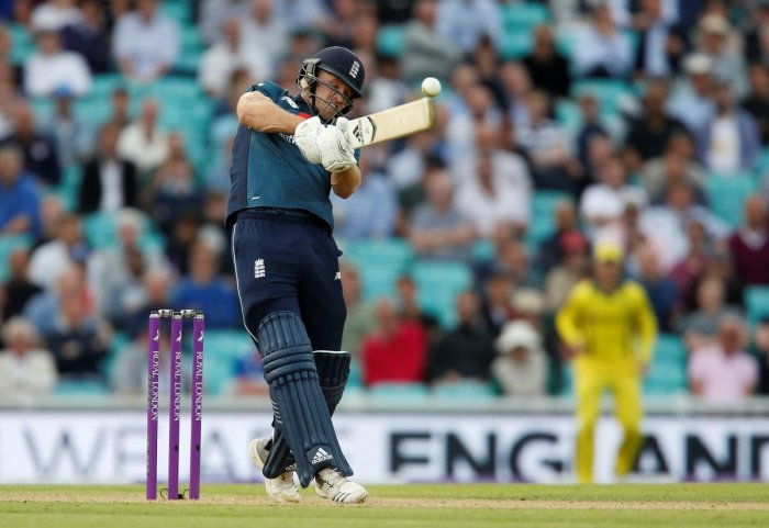 David Willey's unbeaten 35 saw England to a nervous three-wicket victory over Australia at The Oval on Wednesday.