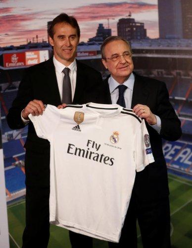 NEW INNINGS Real Madrid president (right) present new coach Julen Lopetegui at the Santiago Bernabeu on Thursday. REUTERS