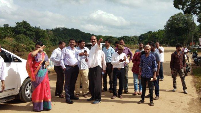 Deputy Commissioner K Srirangaiah, ZP CEO Satyabhama and MLA T D Raje Gowda inspect the Bharathi Thirta road at Sringeri on Friday.