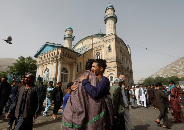 Afghans greet each other outside the Shah-e Doh Shamshira Mosque, on the first day of Eid al-Fitr, which marks the end of the holy month of Ramadan, in Kabul, Afghanistan. (Reuters Photo)