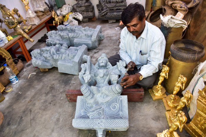 Stone carver Manjunath Achar giving final touches to a statue. DH Photo by B H Shivakumar