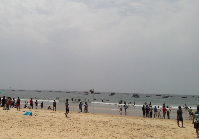 The Goa government had last month issued an advisory asking tourists to refrain from swimming in sea waters along beaches for four months starting from June 1. (DH file photo)