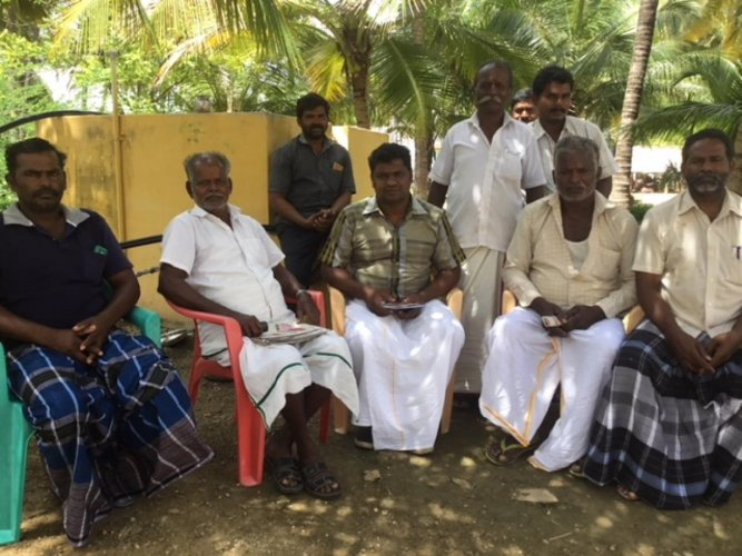 People from Kuppanur and nearby villages discuss the impact of the Salem-Chennai Expressway project. DH Photo/ETB Sivapriyan