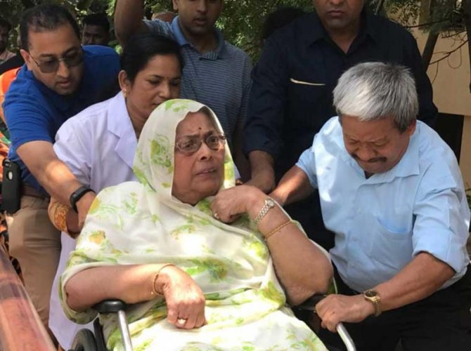 Former Madhya Pradesh Chief Minister late Arjun Singh's wife Saroj Kumari today moved a court here, alleging that her sons Abhimanyu Singh and Ajay Singh were harassing her and had forced her out of her house. Picture courtesy Twitter