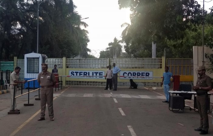 Police stand gurad outside a copper smelter controlled by London-listed Vedanta Resources in Thoothukudi, Reuters file photo