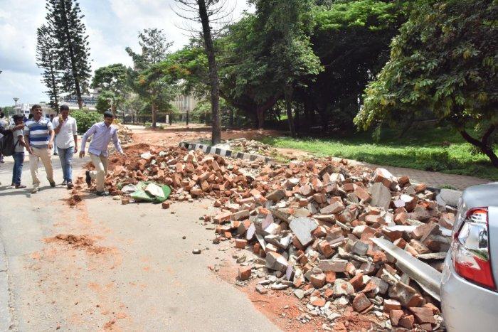 Debris dumped on Ambedkar Veedhi near the Vidhana Soudha. DH Photo/Janardhan B K