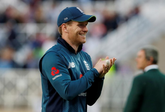 England's Eoin Morgan acknowledges the fans after winning the match and series. (Reuters/Craig Brough)