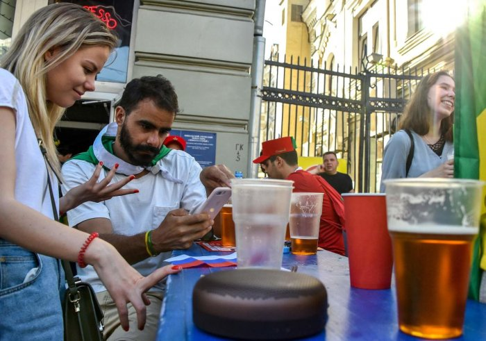 Football fans relax and drink beer in central Moscow during the Russia 2018 World Cup. (AFP Photo)