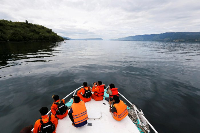 Search and rescue personnel look for missing passengers from Monday's ferry accident at Lake Toba in Simalungun. Reuters photo