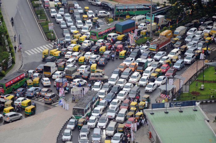 The government aims to reduce traffic congestion and encourage public transport. DH File photo/Srikanta Sharma R
