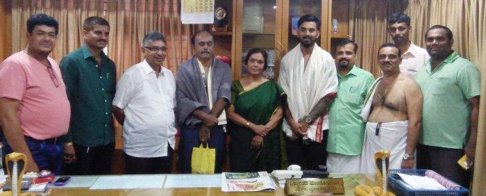 CricketerK L Rahul visits Kukke Subrahmanya Temple on Thursday.