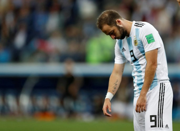 Argentina's Gonzalo Higuain looks dejected after the match. (REUTERS/Matthew Childs)