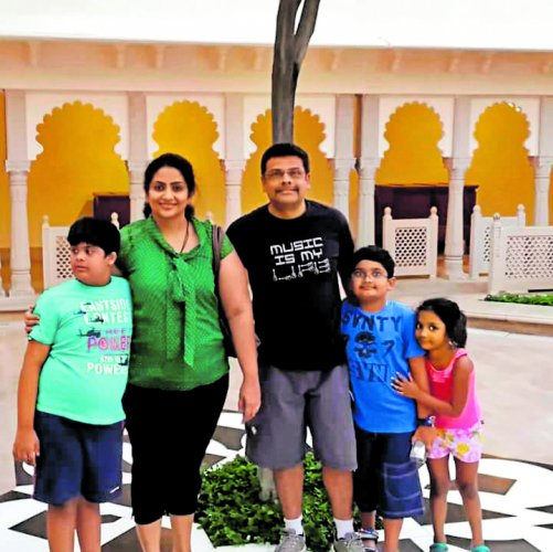 Family photo of Sahana with her husband Ganesh and children Raghavendra, Siddharth and Sakshi.