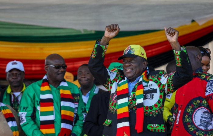 Emmerson Mnangagwa greets supporters before an explosion at an election rally in Bulawayo, Zimbabwe. Reuters file photo