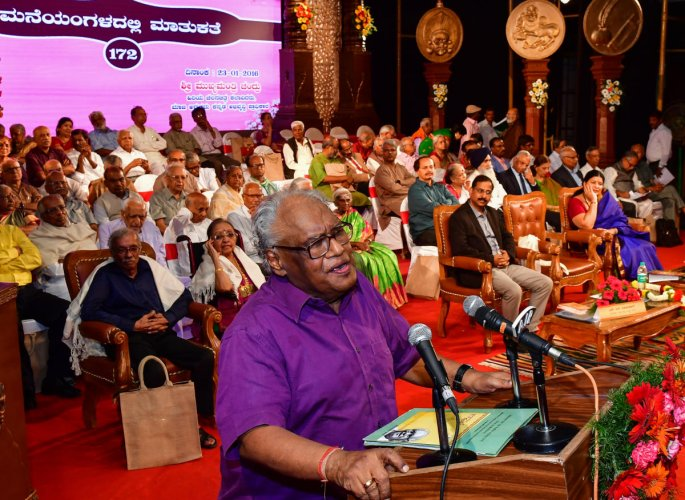 Prof CNR Rao speaks at an event organised by the Kannada and Culture Department at the Ravindra Kalakshetra on Saturday. DH Photo