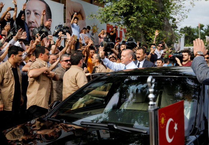 Turkish President Tayyip Erdogan waves to supporters as he leaves his residence in Istanbul. Reuters photo.