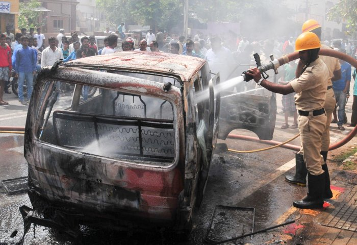 The incident took place near Nagla Hardu village when the family was returning from Ganga Ghat in Farrukhabad late last night, Circle Officer, City, Anjani Kumar said. (DH file photo for representation)