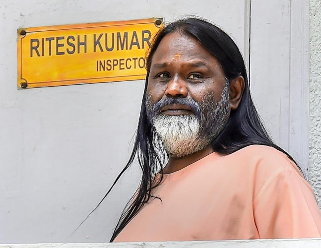 Daati Maharaj at Crime Branch office in Chanakyapuri, in connection with the rape case of a 25-year old woman, in New Delhi on Friday, June 22, 2018.(PTI Photo)