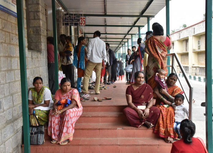 Many doctors say the inefficiency of government hospitals makes people turn to private hospitals. (Above) A file photo of KC General Hospital, run by the government in Bengaluru. DH Photo by B K Janardhan