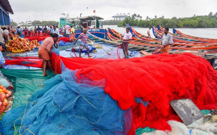 The fishermen from this island town had ventured into the sea in 626 boats and were fishing off Katchatheevu islet when the Sri Lankan naval personnel came to the spot and chased them away at gunpoint, Rameswaram Fishermen Association President, S Emerit alleged. (PTI file photo)