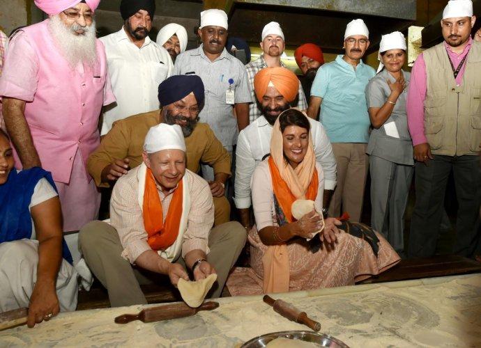 US envoy to the UN Nikki Haley and US Ambassador to India Kenneth Juster participate in langar seva as Delhi Sikh Gurdwara Management Committee (DSGMC) President Manjit Singh GK (in blue turban) looks on, during a visit to Gurudwara Sis Ganj Sahib in New Delhi. (PTI Photo)