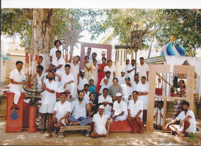 Hulugappa Kattimani with artistes