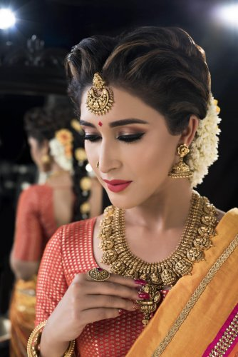 A traditional bride can add a little bit of shimmer to her make-up.