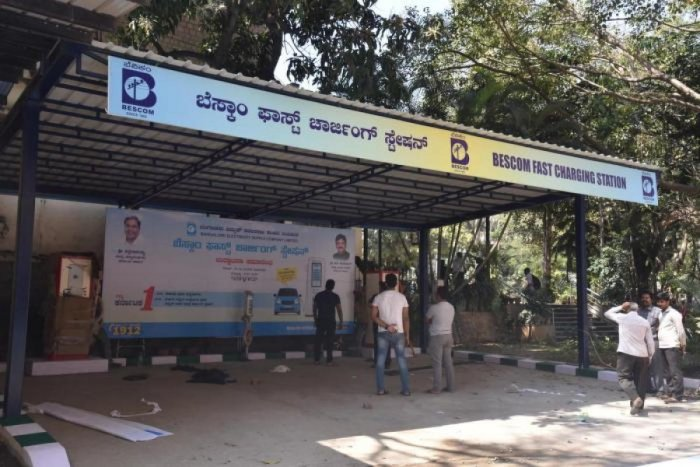 The Bangalore Electric Supply Company (Bescom) inaugurated its first charging point at KR Circle in February. DH file photo