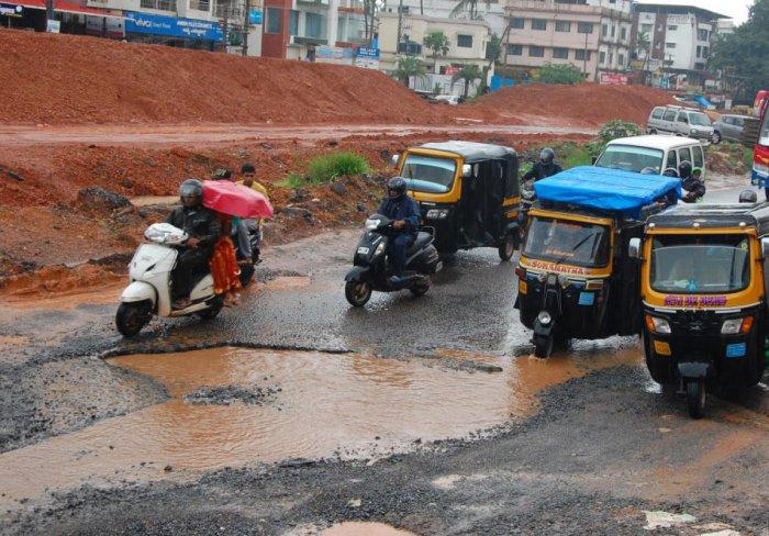 The pothole filled road at Thokkottu in Mangaluru.