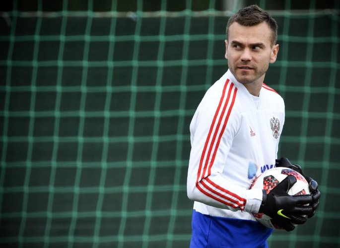 Russia's goalkeeper Igor Akinfeev at a training session on Wednesday. (AFP Photo)