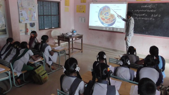 Primary and Secondary Education Minister N Mahesh said on Sunday that only government and government-aided schools within a radius of 1 km from each other and have low admission enrolment would be merged. DH file photo