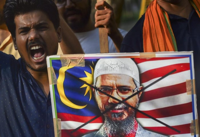 People protest against Malaysian Prime Minister Mahathir Mohamad who ruled out the deportation of the controversial Islamic preacher Zakir Naik to India if he does not create problems in Malaysia, where he has permanent residency status, in New Delhi on S