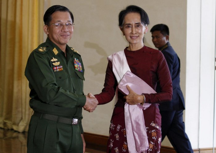 Senior General Min Aung Hlaing (L), Myanmar's commander-in-chief, shakes hands. (Reuters file photo)