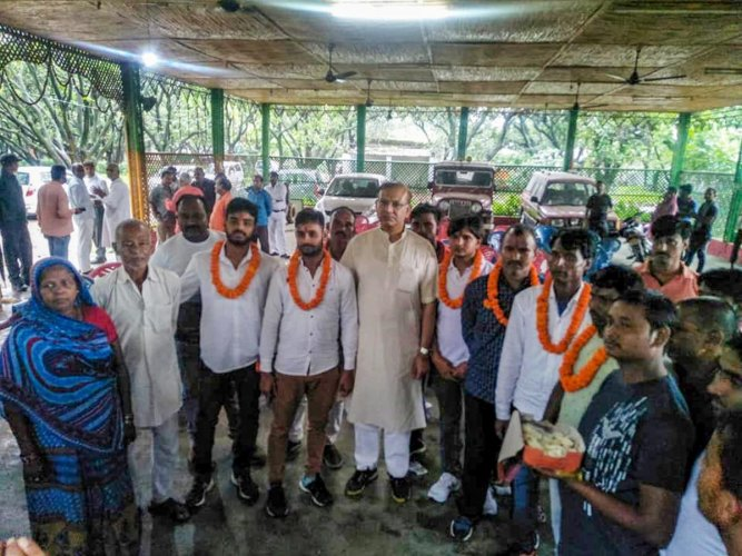 Union Minister of State for Civil Aviation Jayant Sinha with the lynching convicts at his residence after they were released on bail in Ramgarh, Jharkhand on Saturday, July 7, 2018. (PTI Photo).