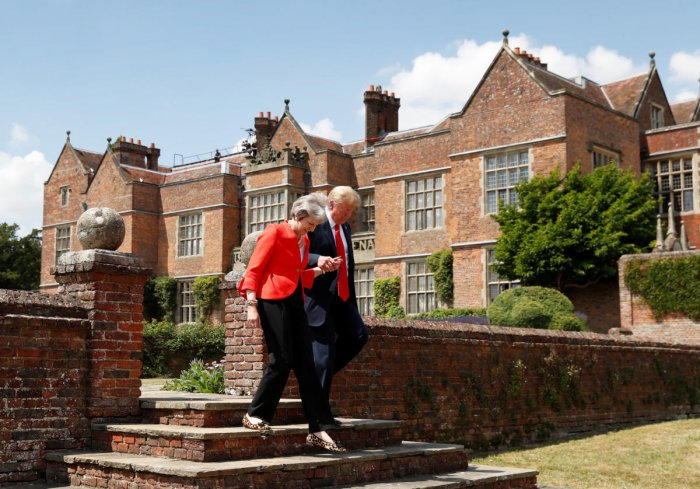 U.S. President Donald Trump and British Prime Minister Theresa May arrive for a press conference after their meeting at Chequers in Buckinghamshire, Britain July 13, 2018. (REUTERS/Kevin Lamarque)