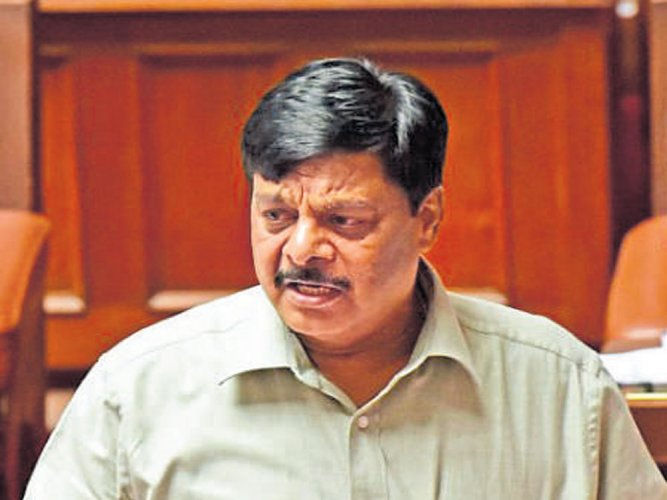 Former minister H C Mahadevappa, who lost the recent Assembly elections against JD(S) candidate M Ashvin Kumar from T Narasipur Assembly segment, clarified that he will not quit the Congress and join the BJP. Mahadevappa also blamed BJP and a section of the media for spreading false news.