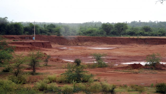 Soil mined from the bed of the Hessaraghatta Lake. DH Photo/Srikanta Sharma R.