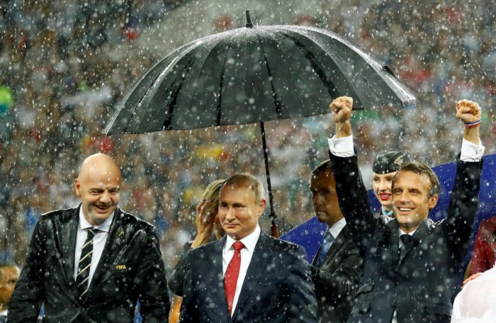 FIFA president Gianni Infantino, President of Russia Vladimir Putin and President of France Emmanuel Macron during the presentation. REUTERS photo.