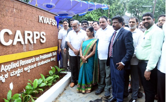 Animal Husbandry and Fisheries minister Venkata Rao Nadagouda inaugurates the Centre for Applied Research on Problematic Soils (CARPS) on the Fisheries College premises in Mangaluru on Tuesday. Zilla Panchayat President Meenakshi Shantigodu looks on. DH Photo