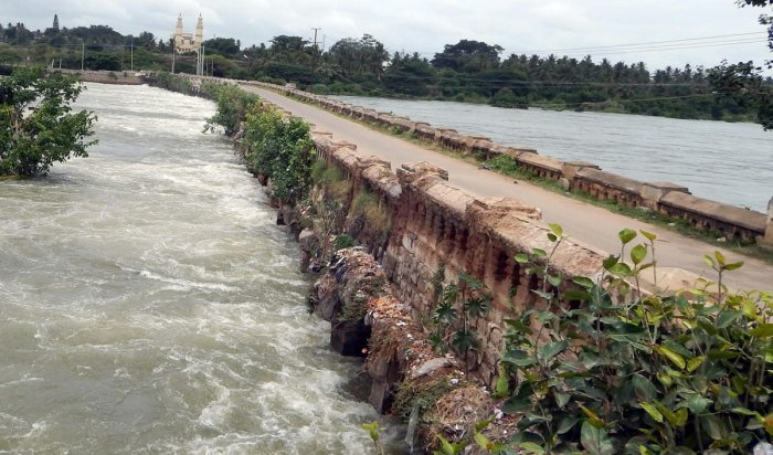 The 216-year-old Wellesley Bridge across the river Cauvery in Srirangapatna, Mandya district. DH PHOTO